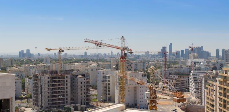 בנייה למגורים בצפון תל אביב. מכרזי הקרקעות מתייקרים / צילום: Shutterstock